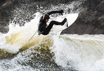 Bis zu 30% Rabatt auf Winter Surf Schuhwerk & Accessoires